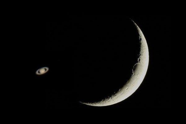 Gli spettacoli imperdibili nel cielo di febbraio: Superluna di Neve e occultamento di Saturno