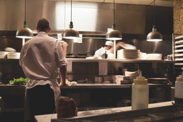 Aprire un ristorante: la strada per un successo assicurato